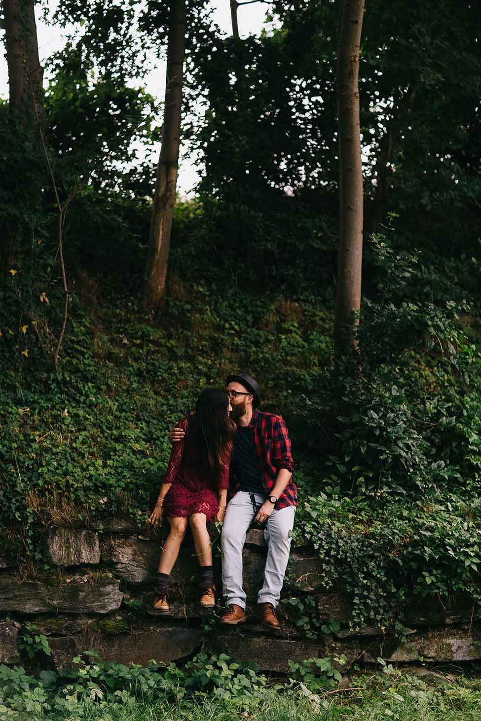 Abenteuer in den Wäldern Europas auf dieser Verlobungssitzung sind wir die Hoffmans.