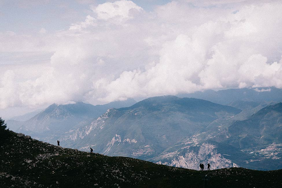 Hiking in Monte Baldo, is the perfect way to spend your italian engagement session.